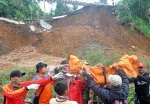 Evakuasi Korban Longsor di Bogor Masih Berlanjut