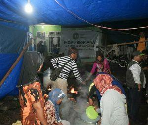 Bantu Korban Tsunami, IZI Lampung Buka Dapur Umum Di Posko Bencana Desa Way Muli