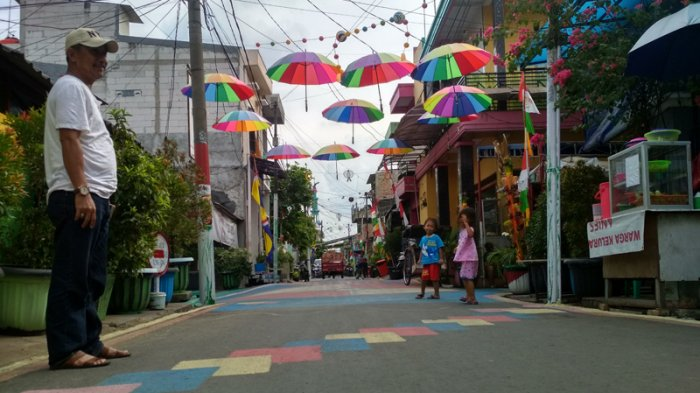 Bersih-bersih, 60 Warga Tanjung Priok Ikuti Program Padat Karya