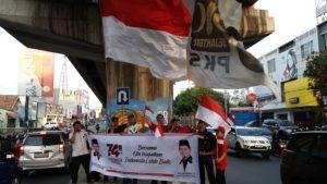 Sambut Kemerdekaan, PKS Bandar Lampung Gelar Flasmob dan Bagikan Bendera Merah Putih