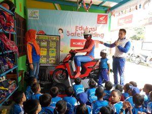 Dibantu Spiderman, TDM Edukasi Safety Riding di TK Yumadila Tirtayasa Bandar Lampung