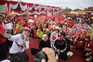 Ribuan Masyarakat Tulang Bawang Sambut Hangat Wagub Nunik dalam Road Show KLA Tahun 2020