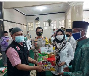 Bupati Tanggamus  bersama ACT Ikhtiar Bahagiakan Mualaf  Tanggamus dengan Paket Pangan