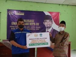 Abdul Hakim Serahkan Donasi untuk Palestina ke LAZDAI Lampung