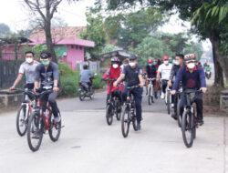 Sambil Bersepeda Walikota dan Wakil Walikota Metro Tinjau Jalan Rusak