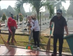 Dinsos Lampung Laksanakan Jumat Bersih di TMP Tanjung Karang dengan Tetap Terapkan Protokol Kesehatan