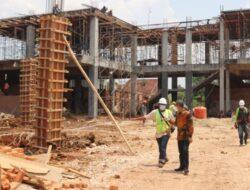 Rektor Unila Tinjau Langsung Pembangunan Gedung